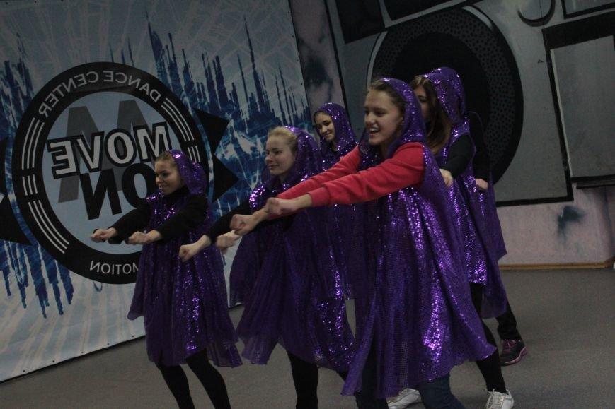В Днепропетровском парке Глобы с метелью боролись танцами (фото) - фото 4