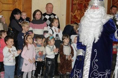 У детей сотрудников ГПтС Украины в Херсонской области прошел новогодний праздник в кукольном театре (фото) - фото 1