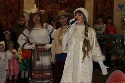 У детей сотрудников ГПтС Украины в Херсонской области прошел новогодний праздник в кукольном театре (фото) - фото 2