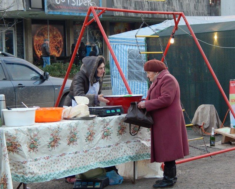 В Ужгороді під готелем «Закарпаття» - підпільний ярмарок (ФОТО) (фото) - фото 8