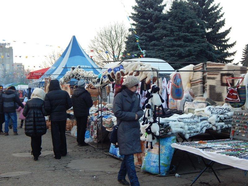 В Ужгороді під готелем «Закарпаття» - підпільний ярмарок (ФОТО) (фото) - фото 5