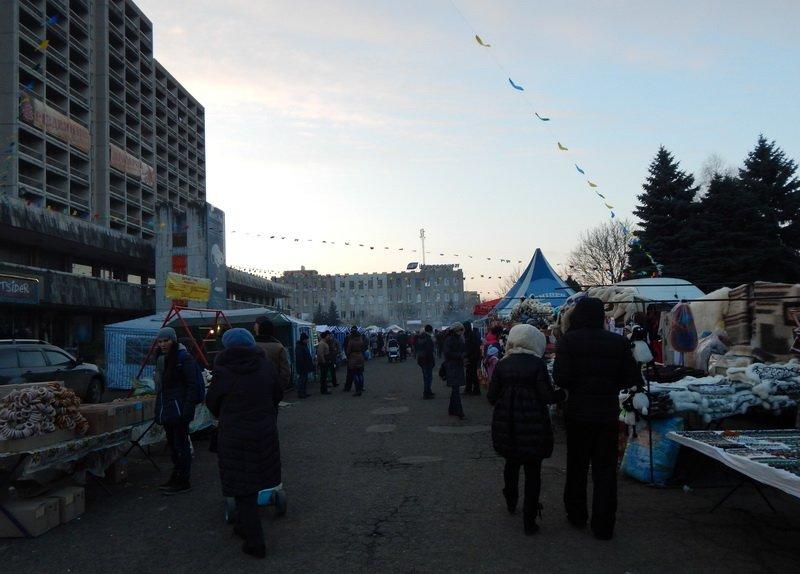 В Ужгороді під готелем «Закарпаття» - підпільний ярмарок (ФОТО) (фото) - фото 4