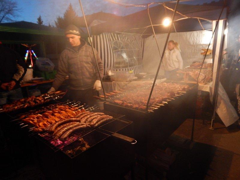 В Ужгороді під готелем «Закарпаття» - підпільний ярмарок (ФОТО) (фото) - фото 12