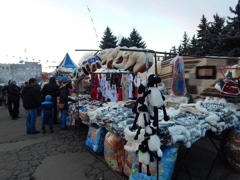 В Ужгороді під готелем «Закарпаття» - підпільний ярмарок (ФОТО) (фото) - фото 9