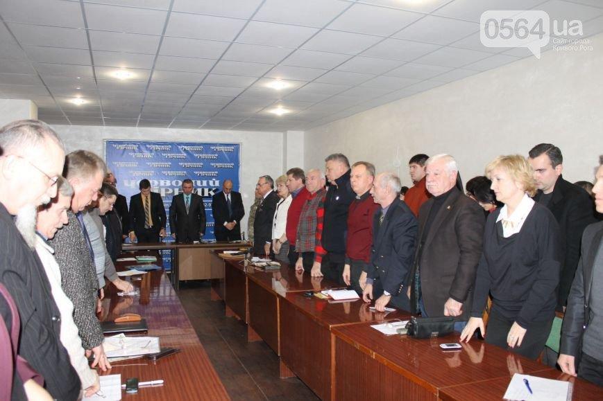 В Кривом Роге активисты и чиновники встретились за «круглым столом», спецназ «Кривбасс» помог освободить пленных (фото) - фото 1