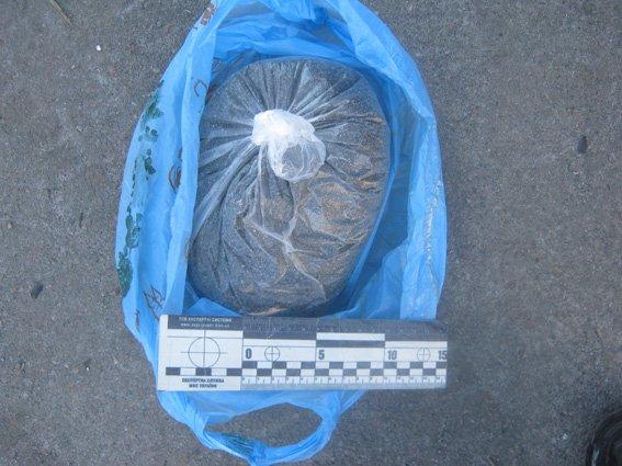 На Харьковщине задержали мужчину, который вез в машине наркотики (ФОТО) (фото) - фото 2