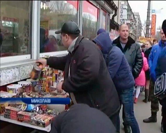 В Николаеве во всю торгуют пиротехникой прямо на остановках транспорта (ФОТО, ВИДЕО) (фото) - фото 2