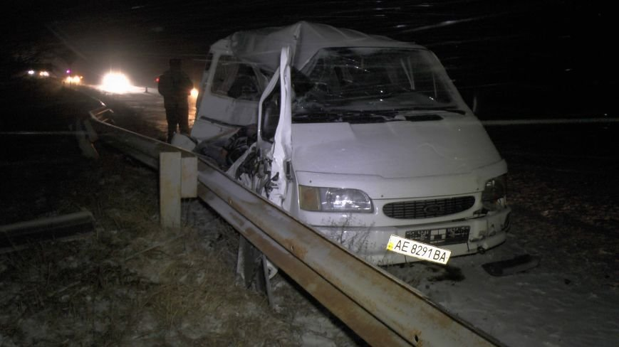 На Днепропетровщине ужасное ДТП, погибло 4 человека (фото) - фото 1