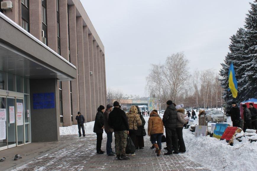 Протестующие под горисполкомом криворожане решили прийти на сессию горсовета (ФОТО), фото-7