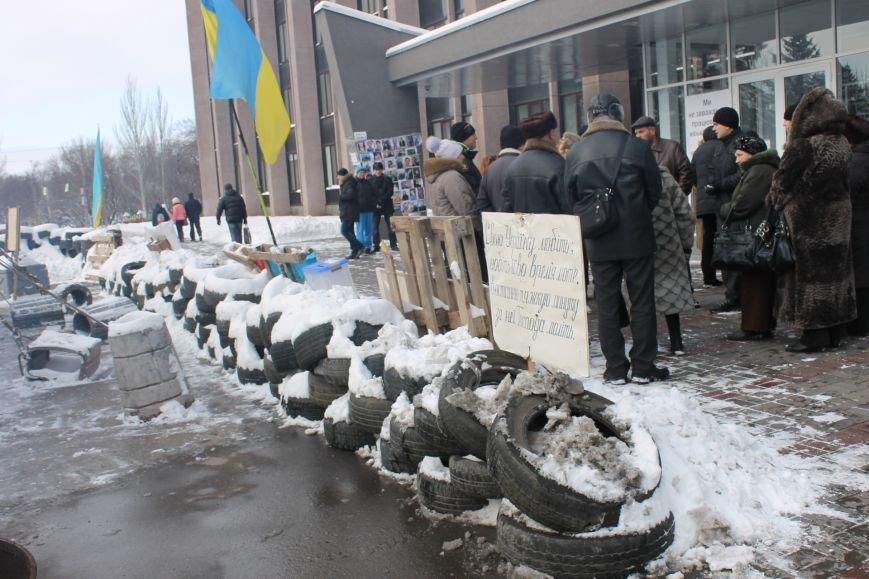 Протестующие под горисполкомом криворожане решили прийти на сессию горсовета (ФОТО), фото-6