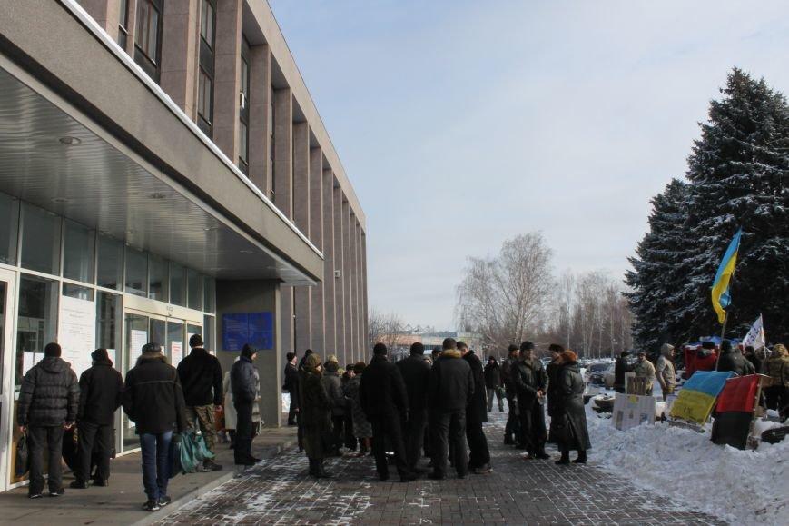 Протестующие под горисполкомом криворожане решили прийти на сессию горсовета (ФОТО), фото-11