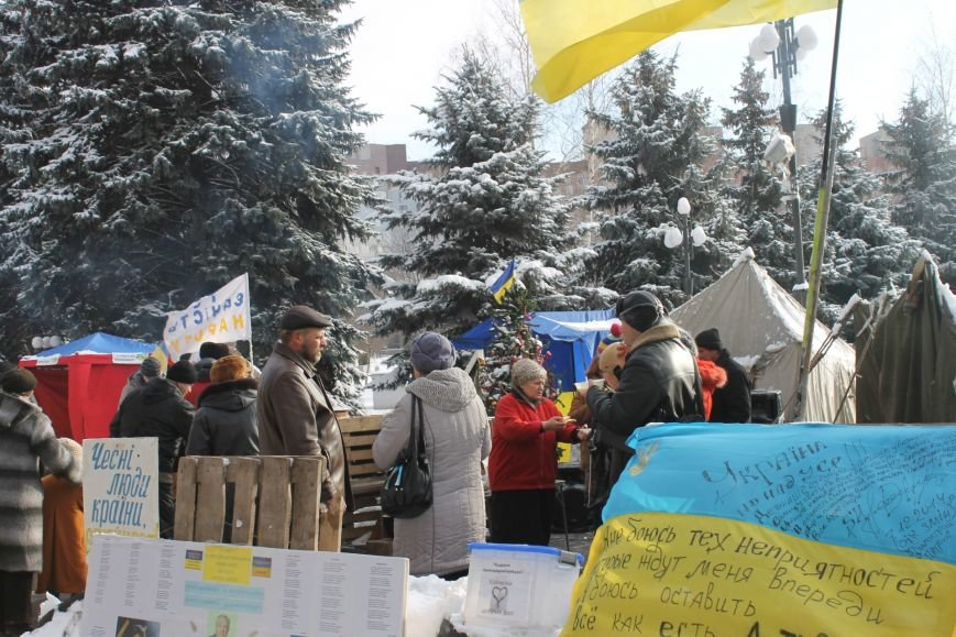 Протестующие под горисполкомом криворожане решили прийти на сессию горсовета (ФОТО), фото-1