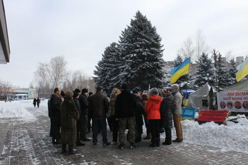 Протестующие под горисполкомом криворожане решили прийти на сессию горсовета (ФОТО), фото-2