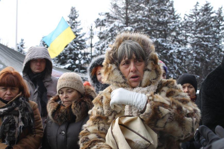 Протестующие под горисполкомом криворожане решили прийти на сессию горсовета (ФОТО), фото-14
