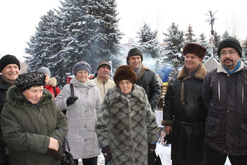 Протестующие под горисполкомом криворожане решили прийти на сессию горсовета (ФОТО), фото-10