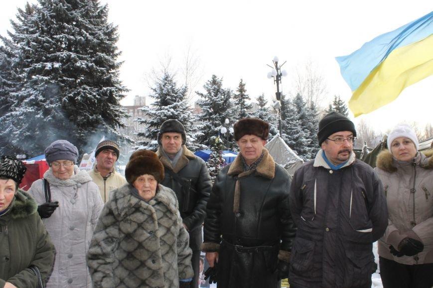 Протестующие под горисполкомом криворожане решили прийти на сессию горсовета (ФОТО), фото-3