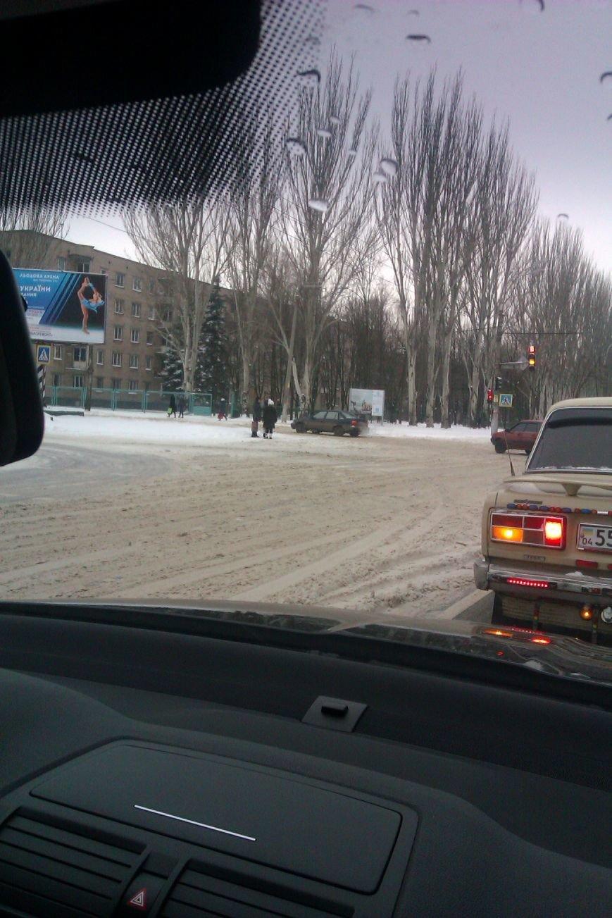 Объездные дороги в Кривом Роге замело снегом, а спецтехники все нет (ФОТОФАКТ) (фото) - фото 1