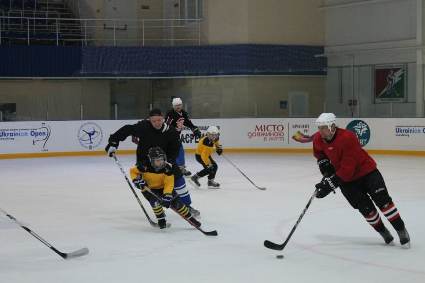 Семилетние криворожские хоккеисты уверенно переиграли команду отцов (ФОТО), фото-13