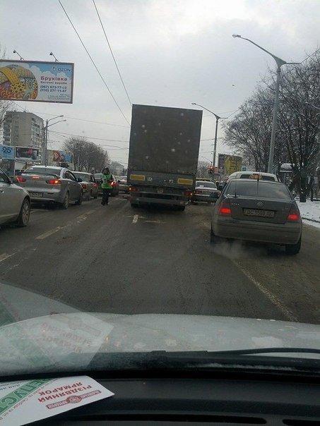 Ситуація на дорогах Львова: ДТП на проспекті Свободи та Братів Тершаковців (фото) - фото 2