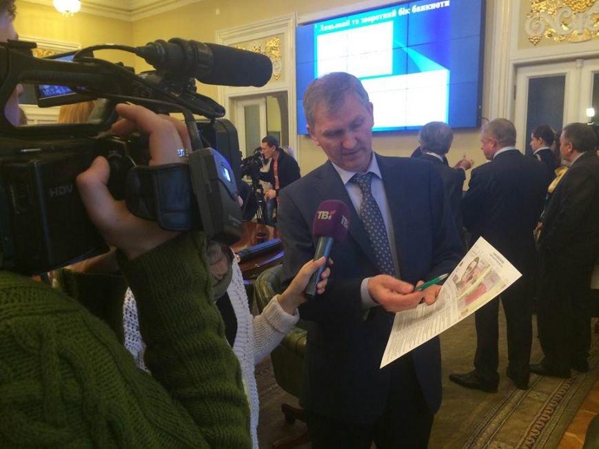 В Украине презентовали новые 100 гривен (ФОТО) (фото) - фото 1