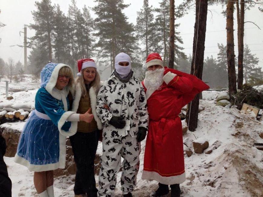 Харьковские волонтеры доставили новогодние подарки украинским военным (ФОТО) (фото) - фото 1