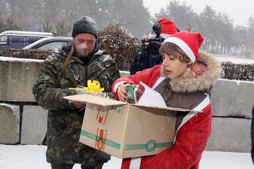 Харьковские волонтеры доставили новогодние подарки украинским военным (ФОТО), фото-1