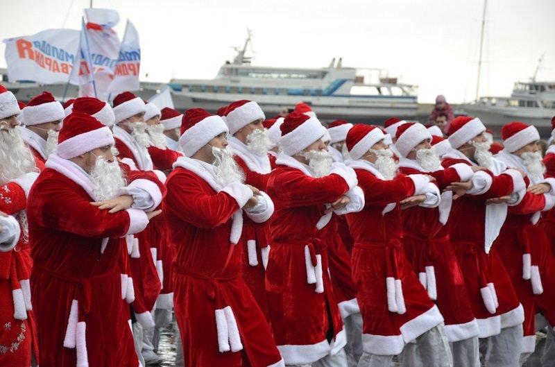 «Мороз-Парад» в Ялте: Три российских рекорда и «вежливый» Дед Мороз на бронемашине (ФОТО, ВИДЕО) (фото) - фото 7