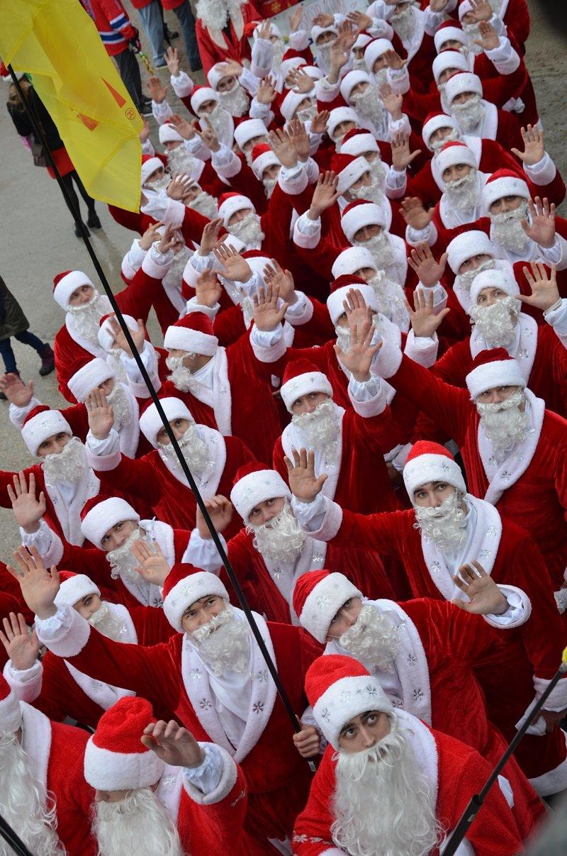 «Мороз-Парад» в Ялте: Три российских рекорда и «вежливый» Дед Мороз на бронемашине (ФОТО, ВИДЕО) (фото) - фото 4