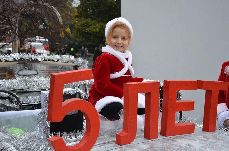 «Мороз-Парад» в Ялте: Три российских рекорда и «вежливый» Дед Мороз на бронемашине (ФОТО, ВИДЕО) (фото) - фото 1