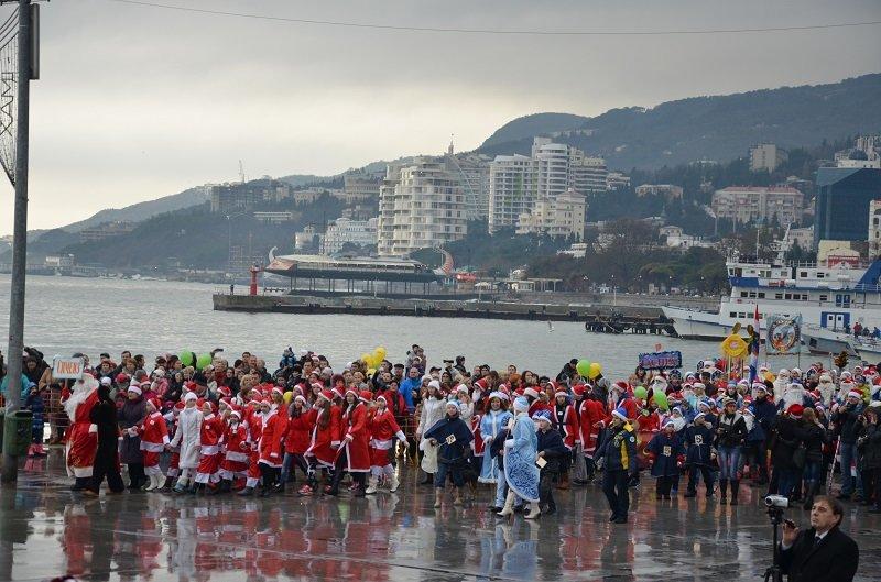 «Мороз-Парад» в Ялте: Три российских рекорда и «вежливый» Дед Мороз на бронемашине (ФОТО, ВИДЕО) (фото) - фото 6