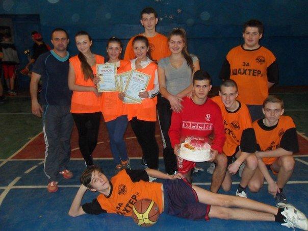 В Артемовске прошел новогодний турнир по баскетболу для школьников, фото-1
