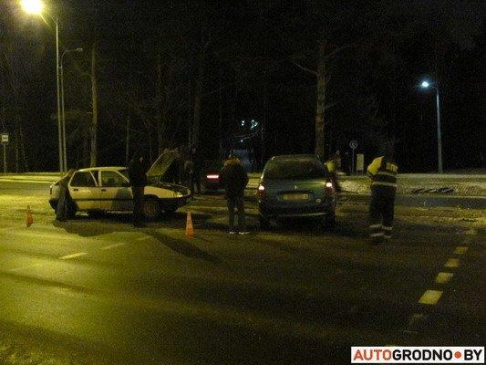 В Гродно столкнулось два «Ситроена»: одна из машин загорелась (Фото), фото-8
