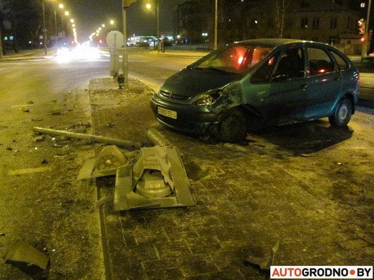 В Гродно столкнулось два «Ситроена»: одна из машин загорелась (Фото), фото-5