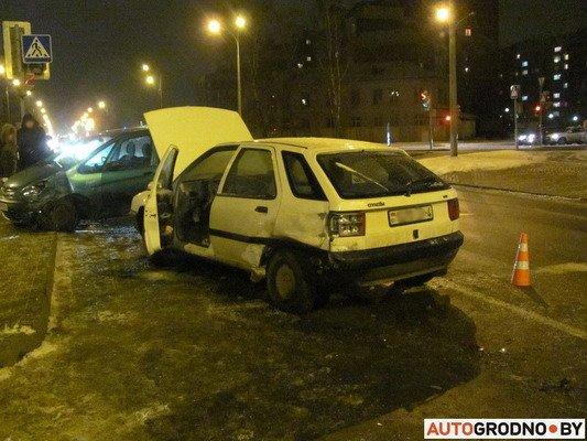 В Гродно столкнулось два «Ситроена»: одна из машин загорелась (Фото), фото-3