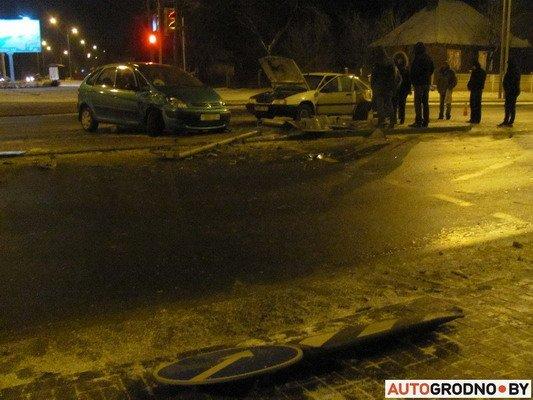 В Гродно столкнулось два «Ситроена»: одна из машин загорелась (Фото), фото-10