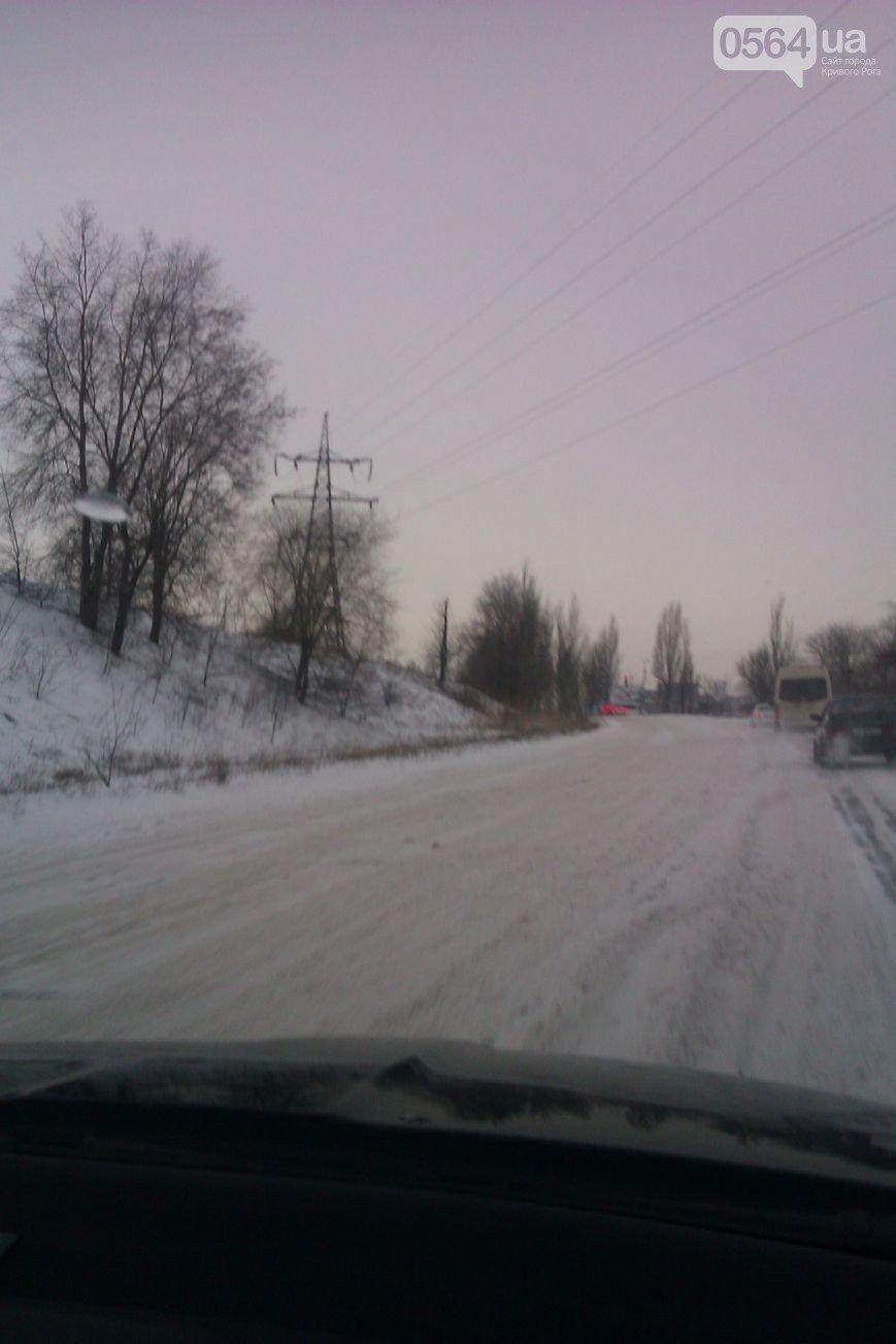 Кривой Рог дороги замело снегом и открылось 29 пунктов обогрева (фото) - фото 1
