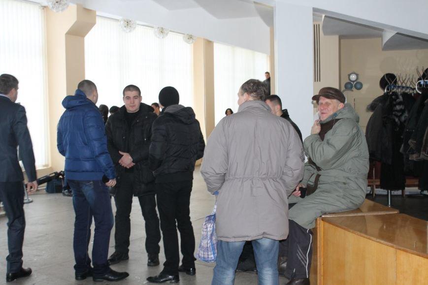 Сессия горсовета в Кривом Роге проходит под охраной «спортсменов» ? (ФОТОФАКТ, ОБНОВЛЕНО), фото-10