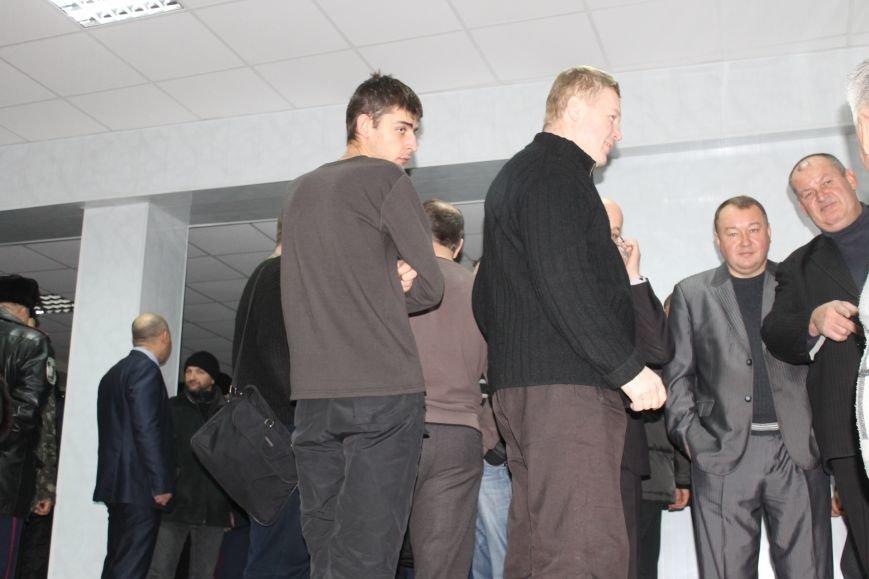 Сессия горсовета в Кривом Роге проходит под охраной «спортсменов» ? (ФОТОФАКТ, ОБНОВЛЕНО), фото-5