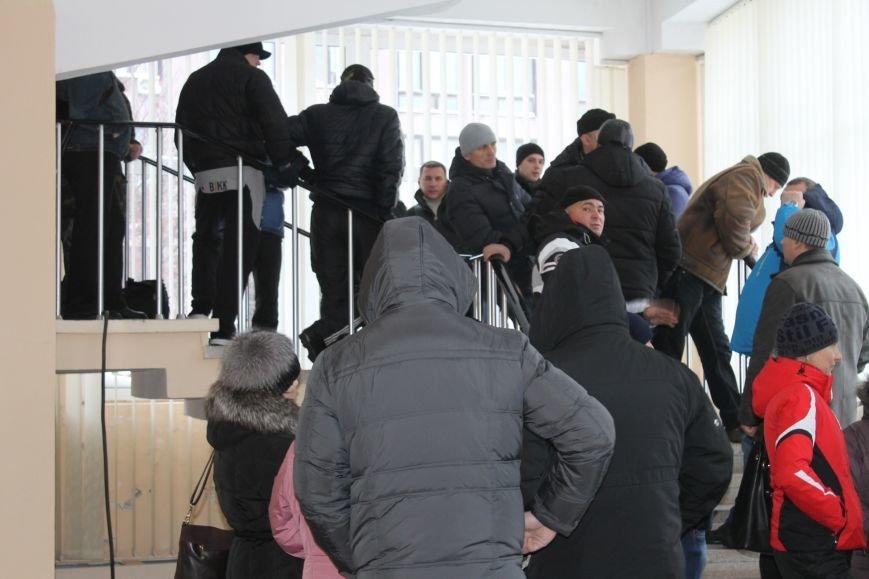 Сессия горсовета в Кривом Роге проходит под охраной «спортсменов» ? (ФОТОФАКТ, ОБНОВЛЕНО), фото-7