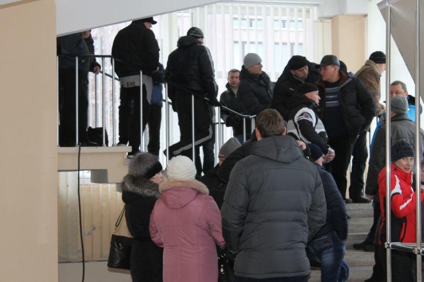 Сессия горсовета в Кривом Роге проходит под охраной «спортсменов» ? (ФОТОФАКТ, ОБНОВЛЕНО), фото-6