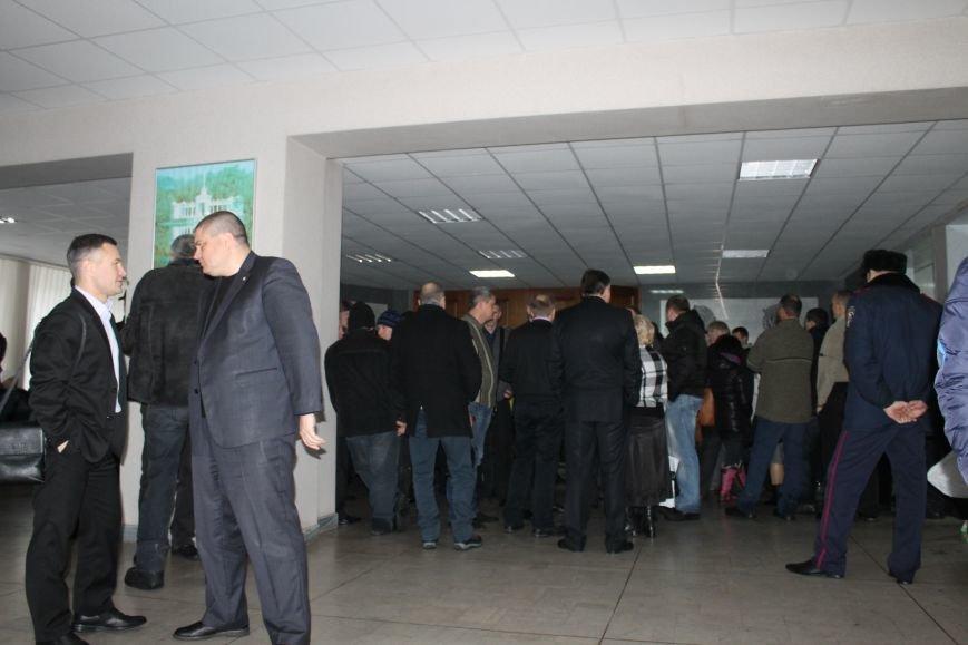 Сессия горсовета в Кривом Роге проходит под охраной «спортсменов» ? (ФОТОФАКТ, ОБНОВЛЕНО), фото-3
