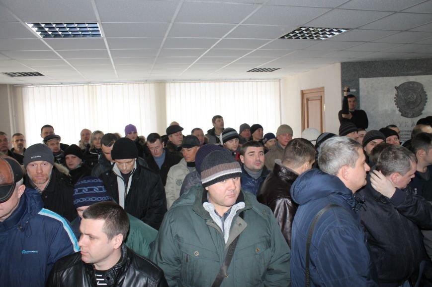 Сессия горсовета в Кривом Роге проходит под охраной «спортсменов» ? (ФОТОФАКТ, ОБНОВЛЕНО), фото-9