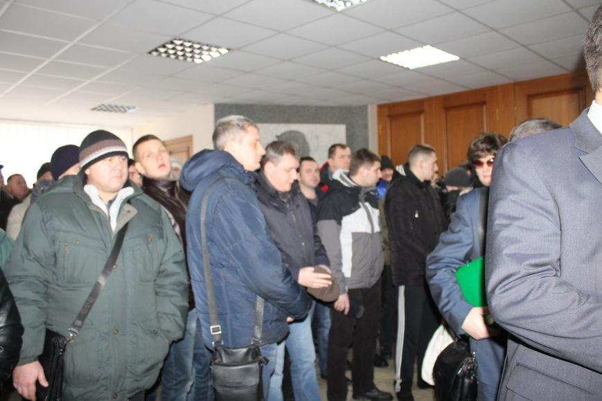 Сессия горсовета в Кривом Роге проходит под охраной «спортсменов» ? (ФОТОФАКТ, ОБНОВЛЕНО), фото-8