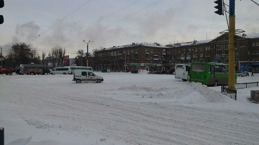 Днепродзержинск завалило снегом, техники для его уборки пока не видно (фото) - фото 5