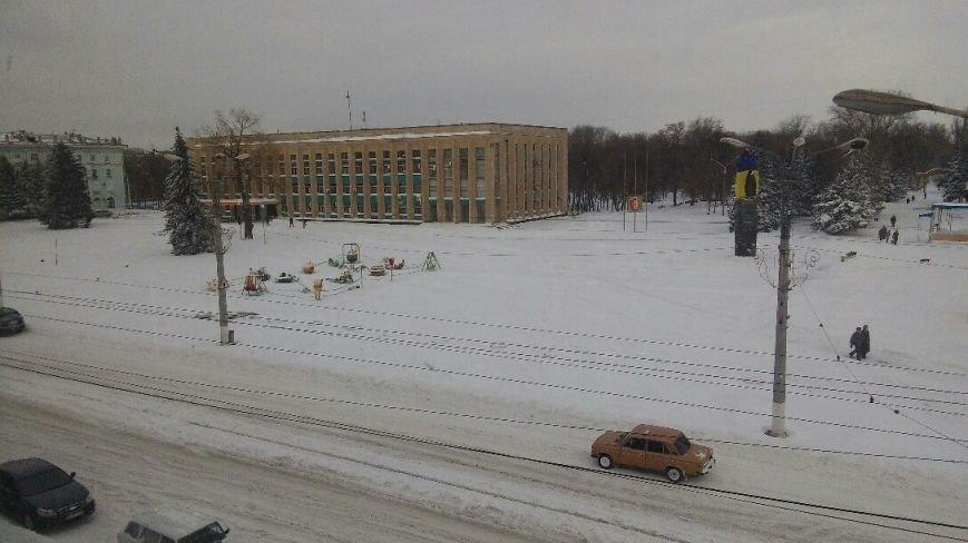 Днепродзержинск завалило снегом, техники для его уборки пока не видно, фото-1