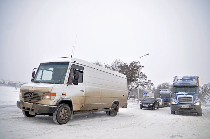 Из-за снежной бури на северном выезде из Белгорода образовался транспортный затор на сотни метров, фото-7