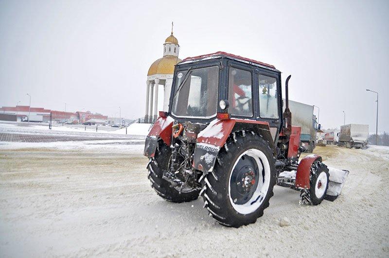 Из-за снежной бури на северном выезде из Белгорода образовался транспортный затор на сотни метров, фото-5