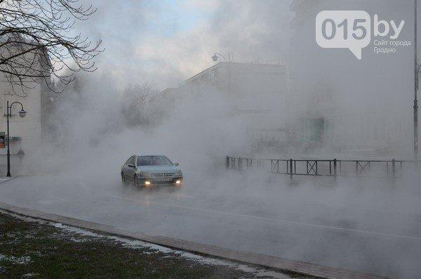 Возле ж/д вокзала прорвало теплотрассу: кипяток заливает дороги и тротуары (Фото, видео) (фото) - фото 7