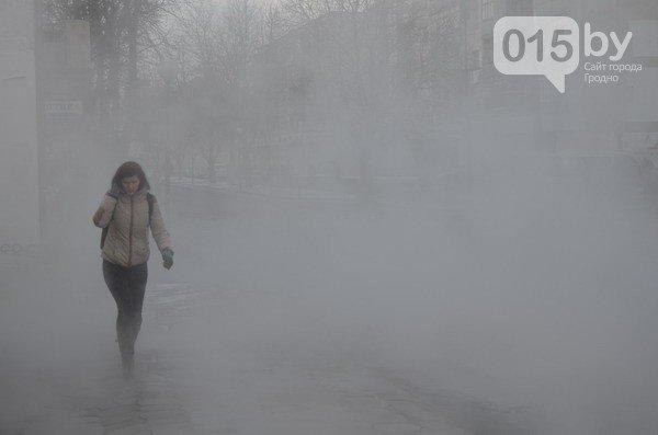 Возле ж/д вокзала прорвало теплотрассу: кипяток заливает дороги и тротуары (Фото, видео) (фото) - фото 9