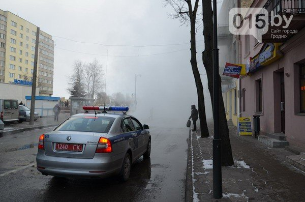 Возле ж/д вокзала прорвало теплотрассу: кипяток заливает дороги и тротуары (Фото, видео) (фото) - фото 1